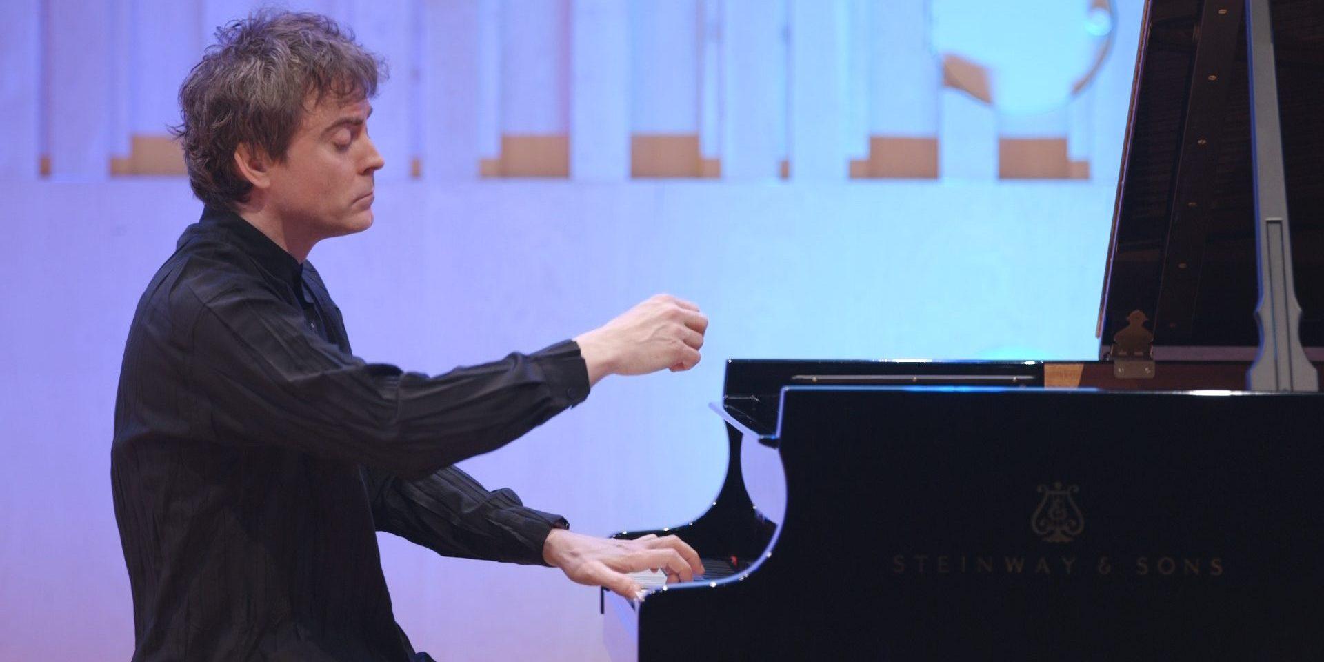 Mozart Piano Concerto No12 with Paul Lewis